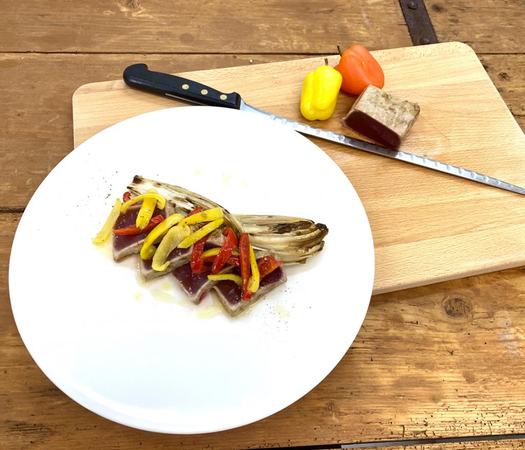 Tagliata di tonno rosso alle erbe con endivia alla brace e citronette al Wasabi (consigliato per 2 pax)